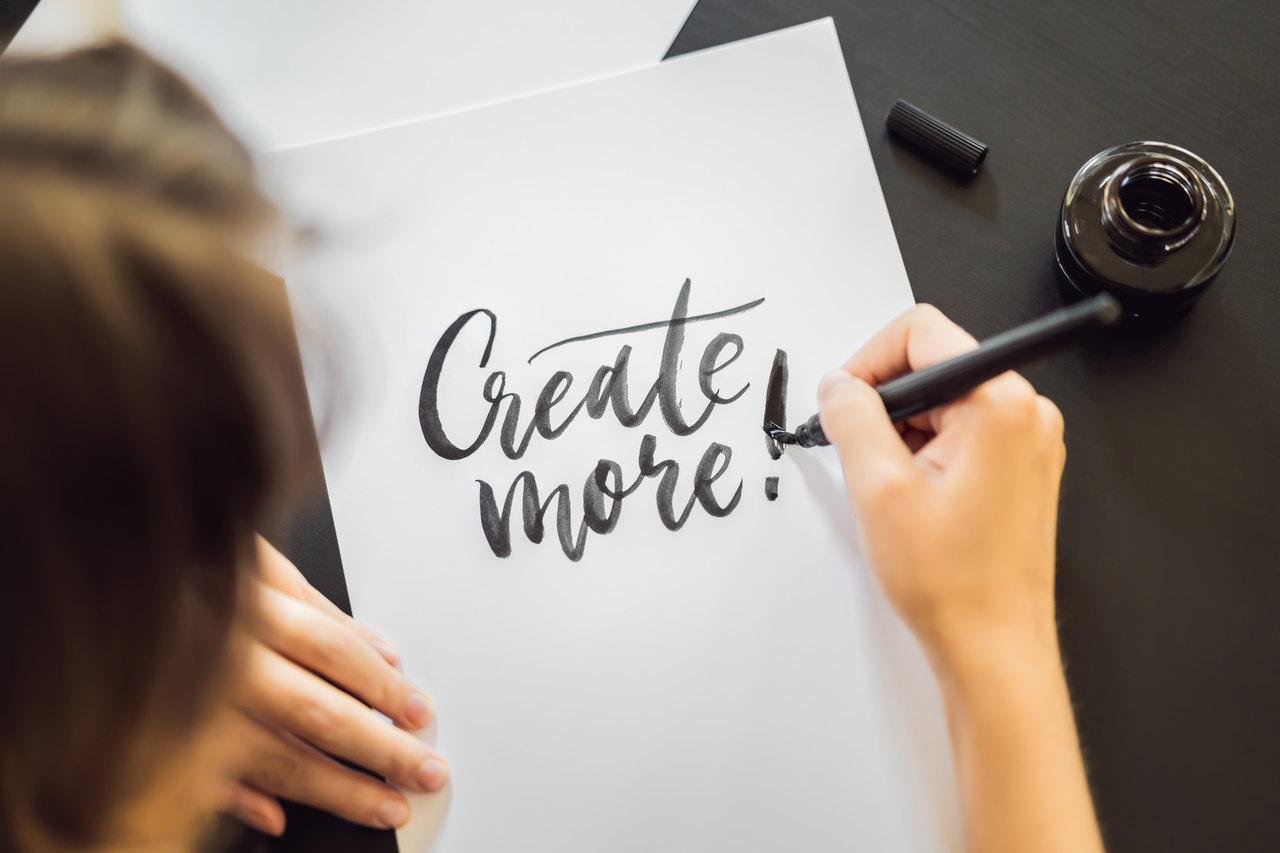 Nauka kaligrafii – sposób na domową nudę i nie tylko